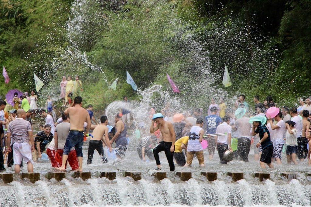 Сонгкран - водные бои