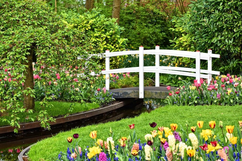 wooden-bridge-Keukenhof